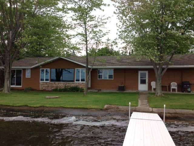 Sunset Views ~ Family Friendly ~ 130' Sandy Frontage ~ Close to Amenities, holiday rental in Cecil