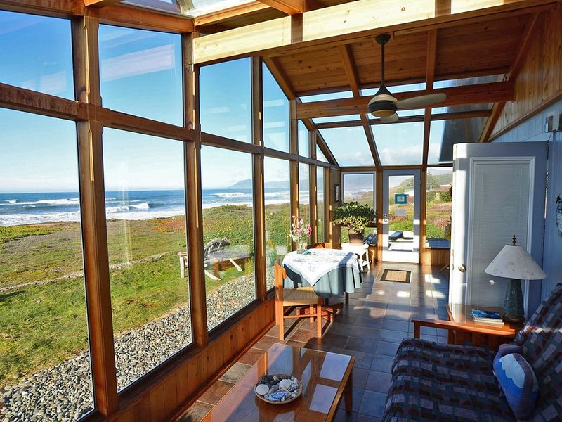 AVAILABLE NOW! 1/3 -3/30.2021. BEACHFRONT w/private beach access & HotSpring spa, vacation rental in Ophir