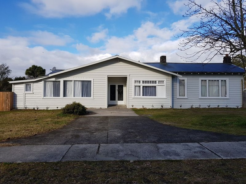 Private RIVER ACCESS, holiday rental in Turangi