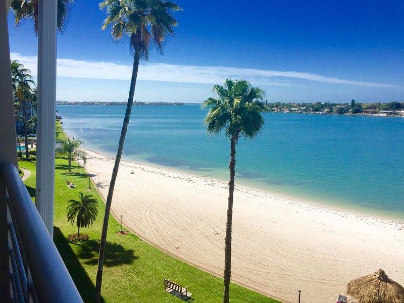 Top Floor Condo with Views of Intercostal Waterway and Golf Course, vacation rental in Tierra Verde