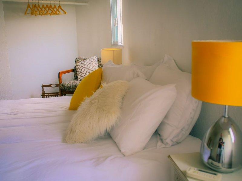 ★ 3 BDR Cozy House w/ Huge Patio & Parking ★ Downtown Near Beach   Wi-Fi   A/C, holiday rental in El Cardonal