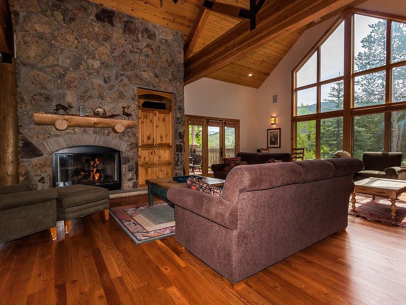 Private Hot Tub, 3 Master Suites, Updated Kitchen, Private Laundry, Free WIFI, holiday rental in Keystone