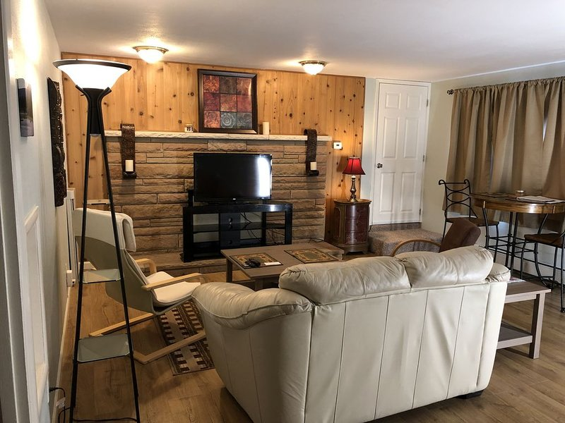 Beautiful, Cozy and Comfortable Alaskan Home. 2 bedroom with queen beds /1 bath., holiday rental in Big Lake