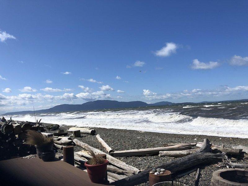 Oceanfront Beach House at Sandy Point Shores, location de vacances à Lummi Island