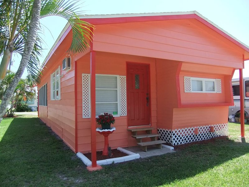 Sunset Cottage, minutes from world class fishing in St. James City, vacation rental in Saint James City