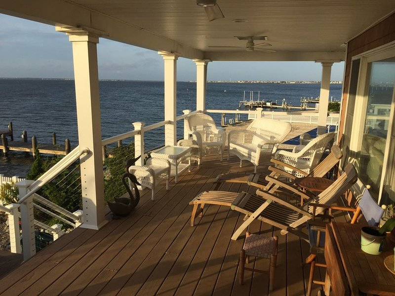 Bayfront Spectacular Sunsets!, holiday rental in Lavallette