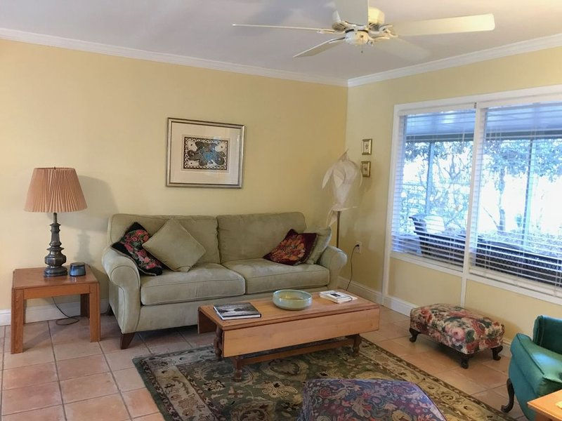 Private Cottage, Historic Ocean Springs, Intown Location, holiday rental in Gautier