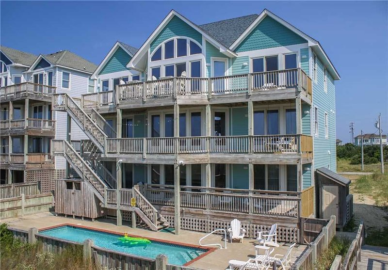 Watch the waves from the deck w/Htd Pool&HotTub, Elevator, holiday rental in Hatteras