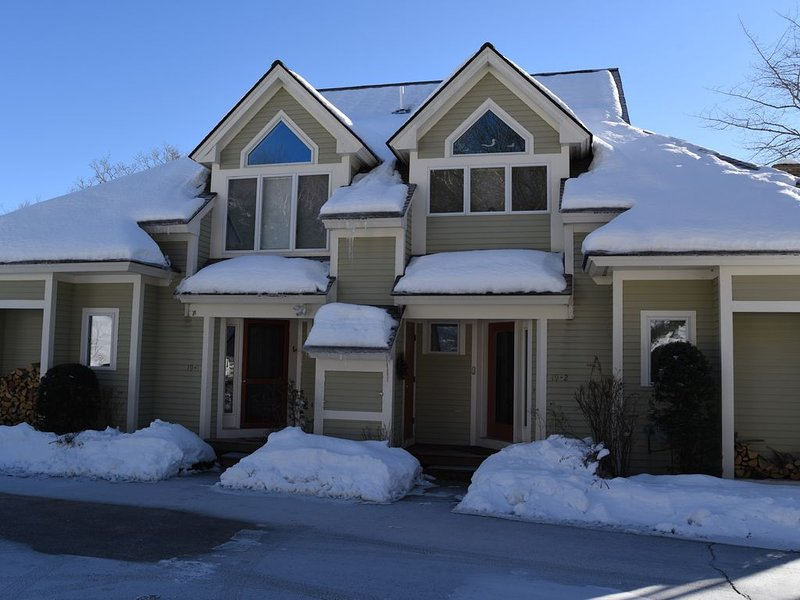 Ski in Ski out Black Mountain Luxury Townhome, holiday rental in Chatham