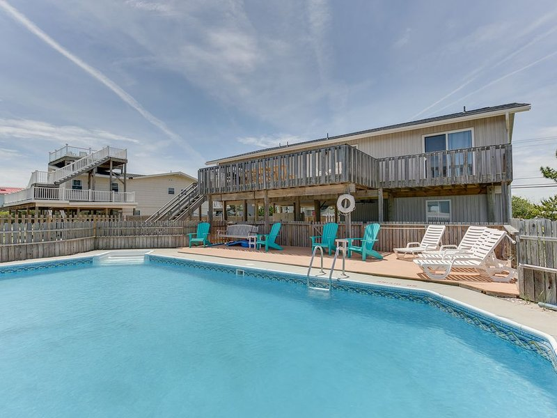 Beautiful 6 bedroom,beach house, with a pool! Sleeps 16!, alquiler de vacaciones en Virginia Beach