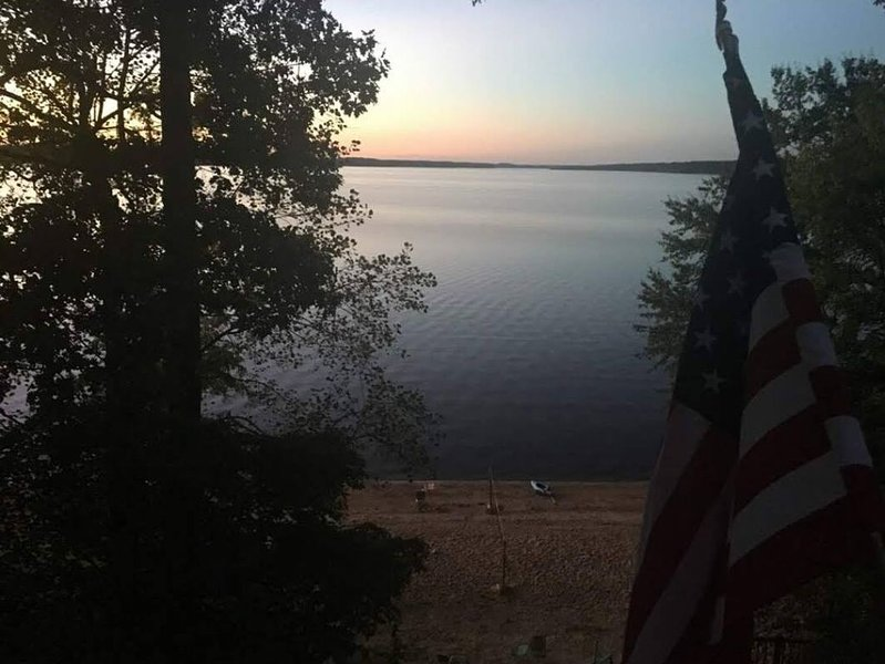 Lakefront Home With Large Sandy Beach!, holiday rental in Springville