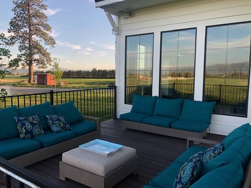 Luxury Home on 65 acre organic farm, Minutes to Whitefish and Kalispell, location de vacances à Kalispell