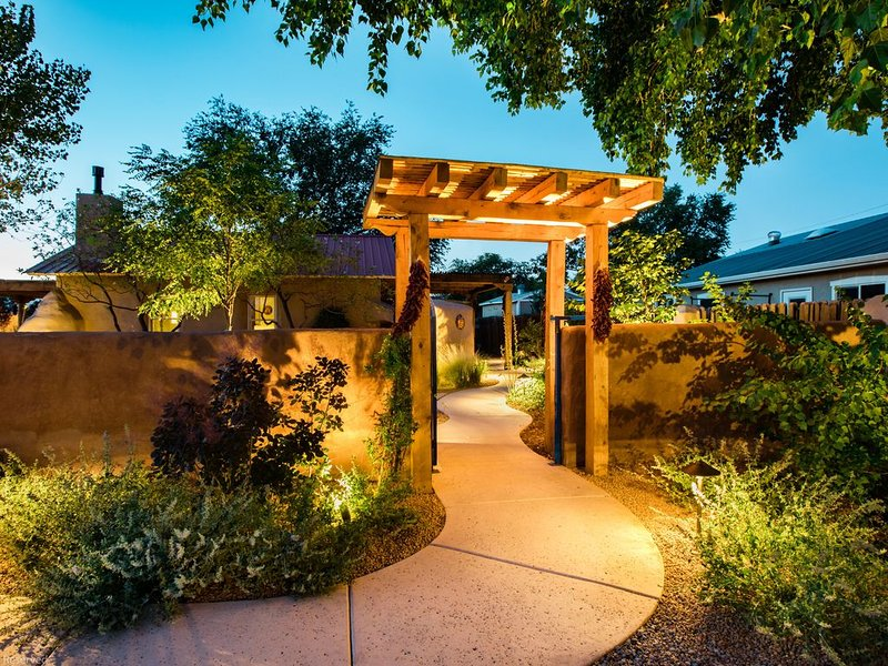 Casa La Huerta - The Orchard House - Historic Adobe Home, holiday rental in Albuquerque