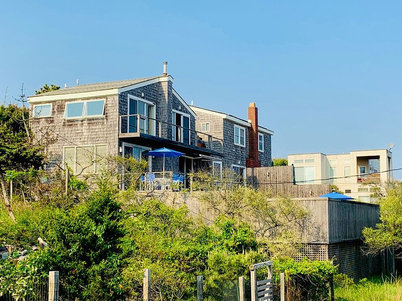 Fire Island Pines 2 bed/2.5 bath pool home with ocean views from all rooms, aluguéis de temporada em East Patchogue