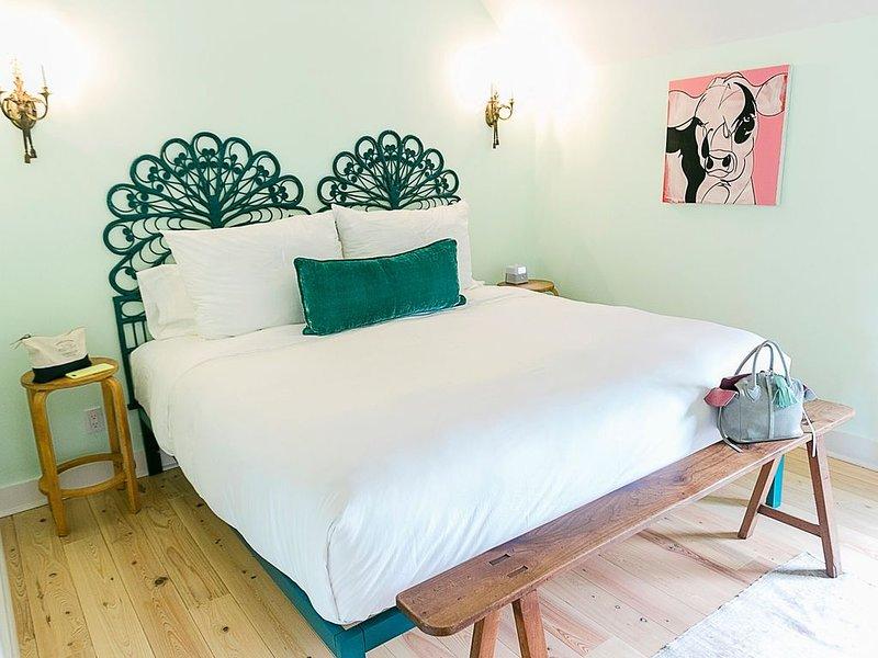 Round Top's Stylish Hospitality- The Frenchie Boutique Hotel ROOM 5, aluguéis de temporada em Round Top