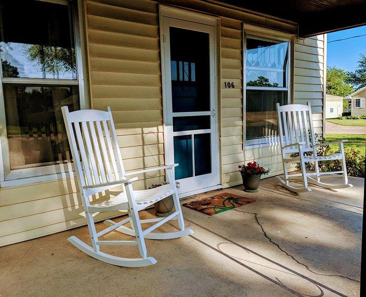 The M Guest House in Red Cloud - Cute & Charming, location de vacances à Red Cloud
