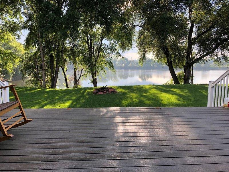 House by the Pond!!!!, location de vacances à Inwood