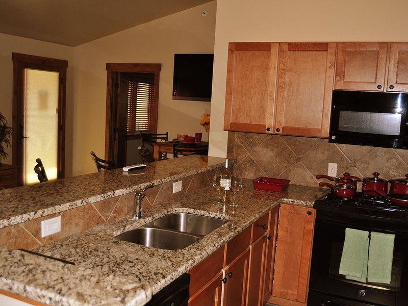 Luxury 3 Bdrm Condo perched high above the Colorado River with spectacular views, holiday rental in New Castle