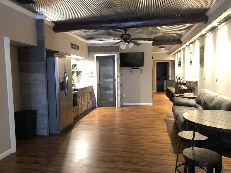 Station House • Condo • 2 Bed • 2 Bath • Sleeps 5, holiday rental in Quincy