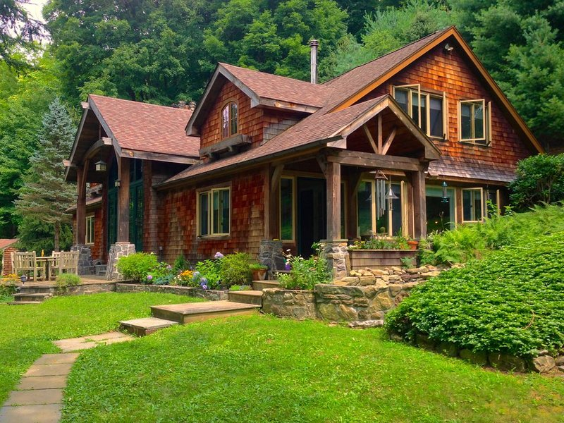 An elegant rustic home/lodge set on 20 acres and 45 miles from NYC, location de vacances à North Salem