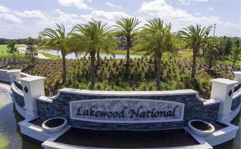 2 Bedroom 2nd Floor Condo in Lakewood National: Lakewood National, vacation rental in Lakewood Ranch