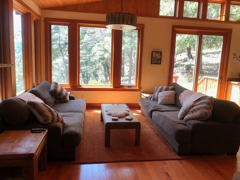 Canyon views, luxurious, private, serene hilltop house in the trees, vacation rental in Quincy
