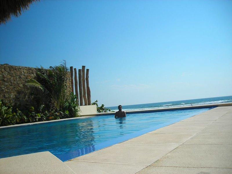'AURA CONDO APARTMENT D206' AT THE NEWEST AND MOST EXCLUSIVE AREA IN ACAPULCO!!!, location de vacances à El Marques