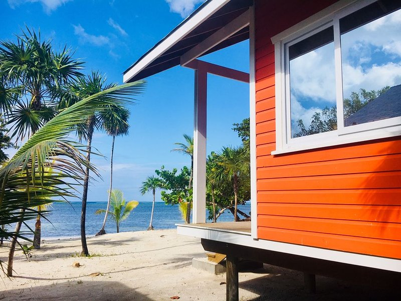 White Sand Private Beach Cabin Retreat, holiday rental in Politilly Bight