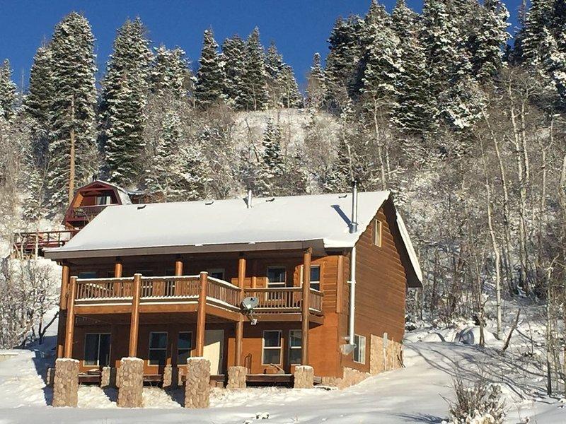 Tollgate Canyon Cabin Sleeps 10 near Park City, casa vacanza a Coalville
