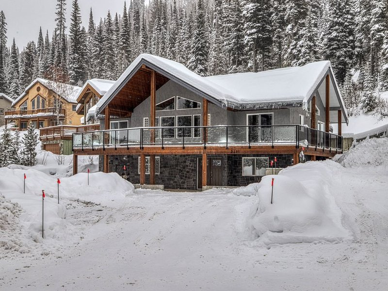 Ski Chalet on the Slopes of Sun Peaks – semesterbostad i Sun Peaks