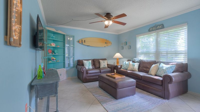 The Beach Retreat, 3 Beds, Walk to Beach, Shops & Pier, Beach Items Included, holiday rental in Saint Augustine Beach