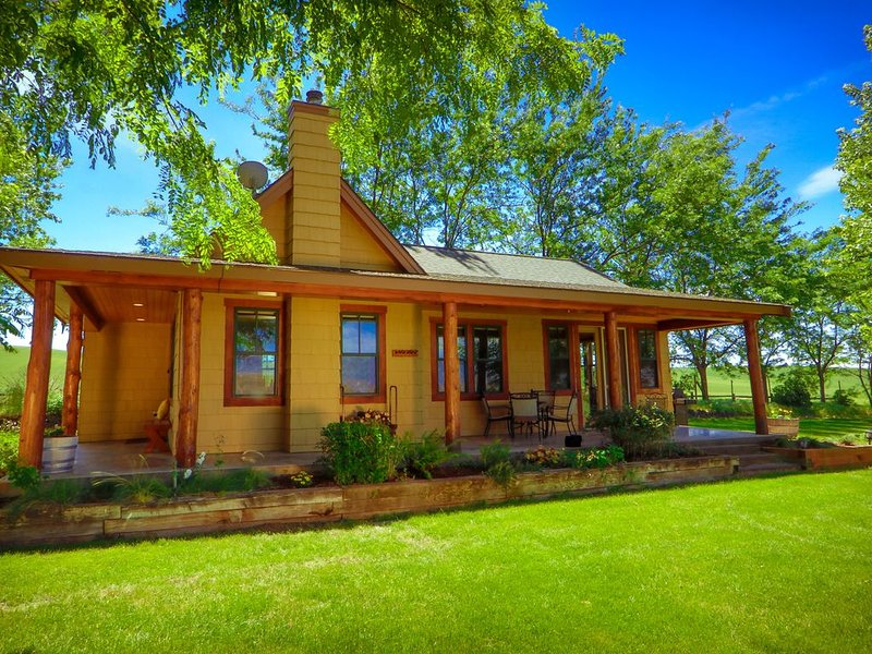 Welcome to Armstrong Vineyard Cottage!, alquiler vacacional en Walla Walla