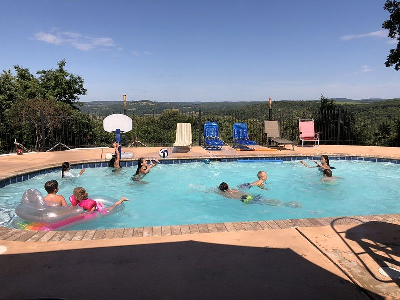 Secluded Mountaintop Getaway with Private Pool and Panoramic View!, vacation rental in Huntsville