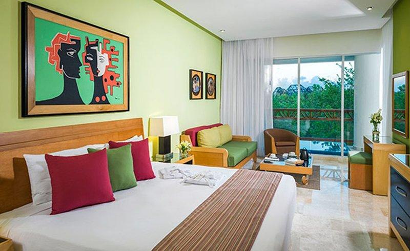 Vidanta Grand Mayan 1 BR 1 BA Suite With Kitchen Sleeps 6 - Cancun Riviera Maya, holiday rental in Solidaridad