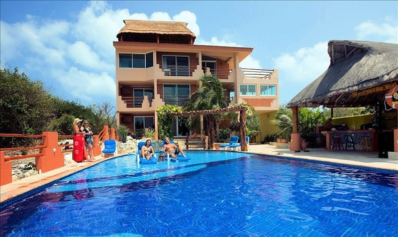 Island Paradise on Beach, holiday rental in Playa Mujeres