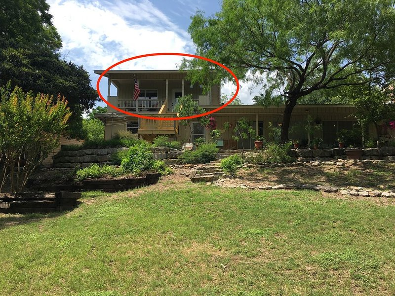 Riverfront Loft Apt in Downtown Kerrville at the Park, vacation rental in Kerrville
