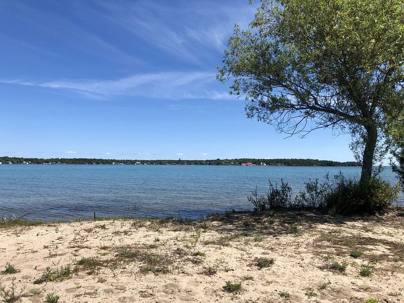Spectacular Views of Paradise Bay, holiday rental in Beaver Island