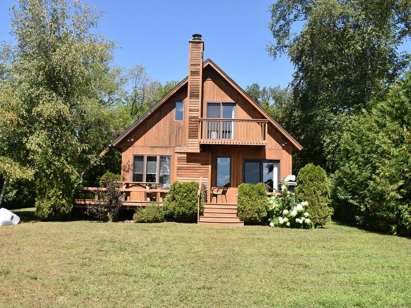 Walloon Lake cottage located on the West Arm!, holiday rental in Petoskey