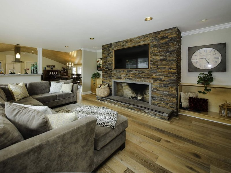 Beautiful Ranch Style Retreat - Minutes from OC BEACHES/DISNEY, holiday rental in Tustin