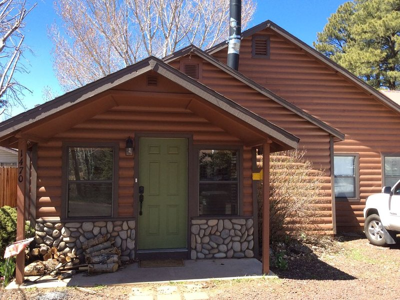 Best location on the mountain! Spacious and beautiful! Great for family reunions, location de vacances à Pinetop-Lakeside