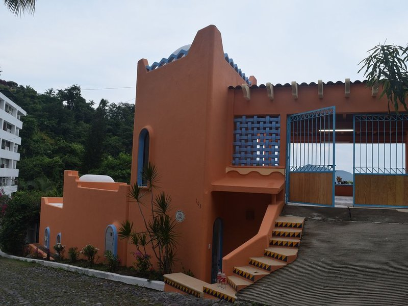 Gorgeous Home; Ocean Front Property, holiday rental in Manzanillo