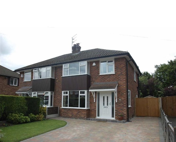 Charming Village house in Bramhall near Manchester, holiday rental in Rainow