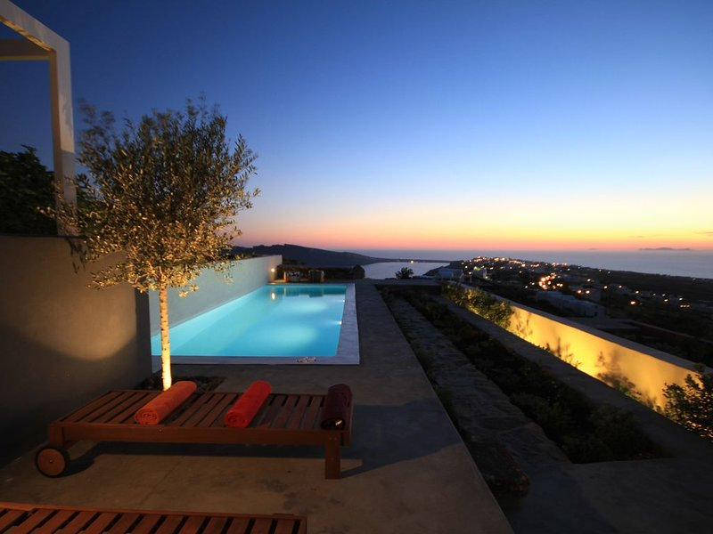 270 Oia's View House III With Private Swimming Pool, Garden And Sunset View, holiday rental in Foinikiá