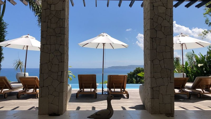 Luxury Fully Staffed 4 Bedroom Ocean View Villa with Infinity Pool, Ferienwohnung in Hopewell
