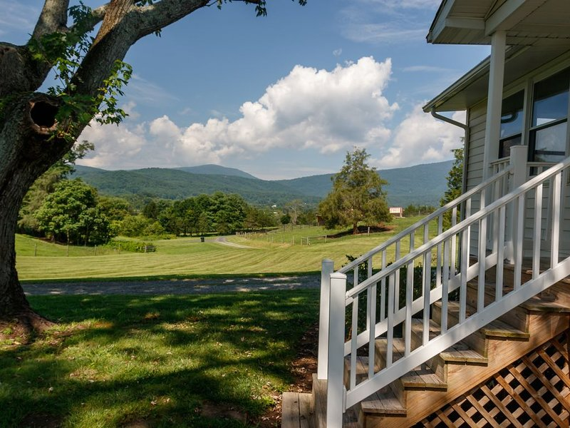 Relax in the beautiful South River Valley just minutes from wineries,, holiday rental in Ruckersville
