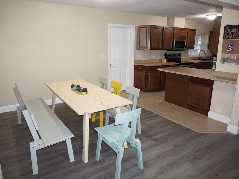 Spacious House located on the canal of Clear Lake close to Disney & Universal., holiday rental in Orlo Vista
