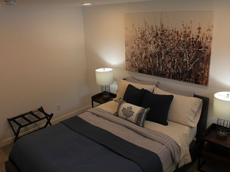 The Coy Getaway- A exceptional stay in Saskatoon, vacation rental in Saskatoon