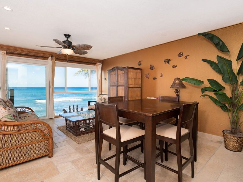 Oceanfront Condo with Breath Taking Views     **AIR CONDITIONING**, aluguéis de temporada em Holualoa
