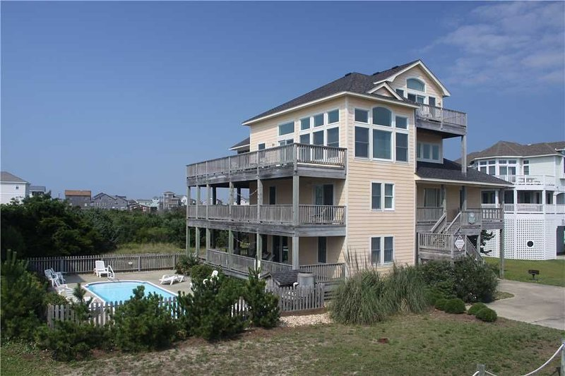 Comfortable family favorite! w/Htd Pool&HotTub, RecRoom, holiday rental in Hatteras