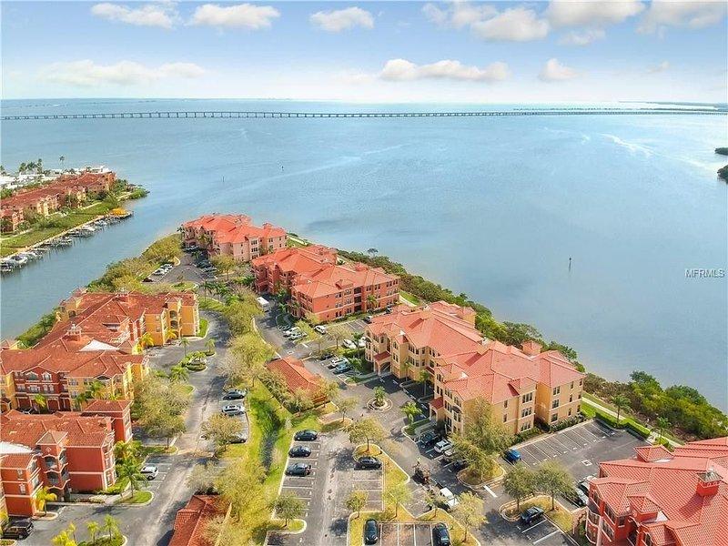 ***  2 bd, 2 bath  Luxury 5 star Italian  Resort, on the hedge of the  Tampa Bay, alquiler de vacaciones en Feather Sound